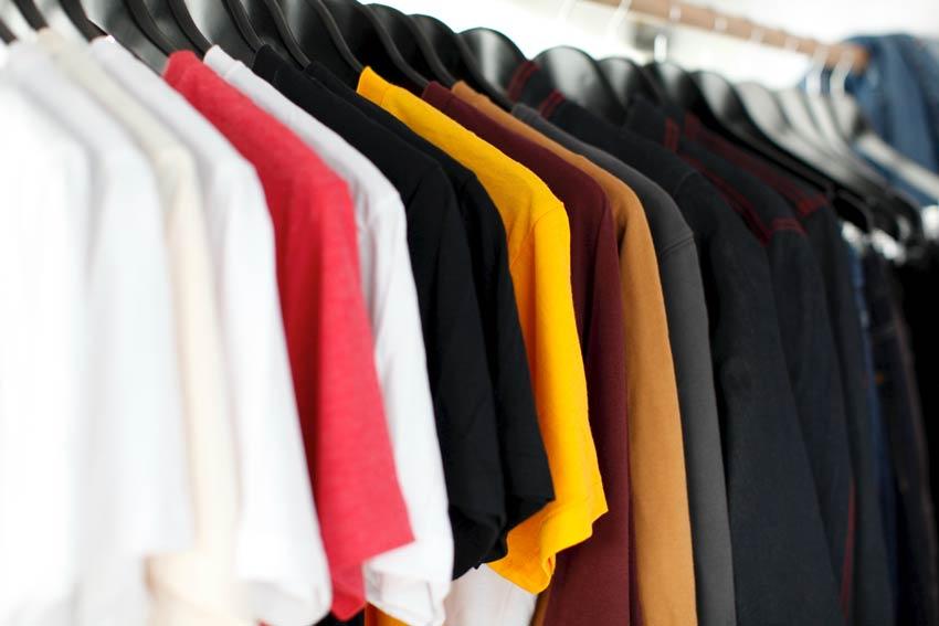 Transporte de ropa colgada ¿Por qué contratar este servicio?