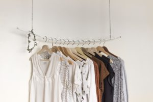 Cómo guardar ropa en cajas