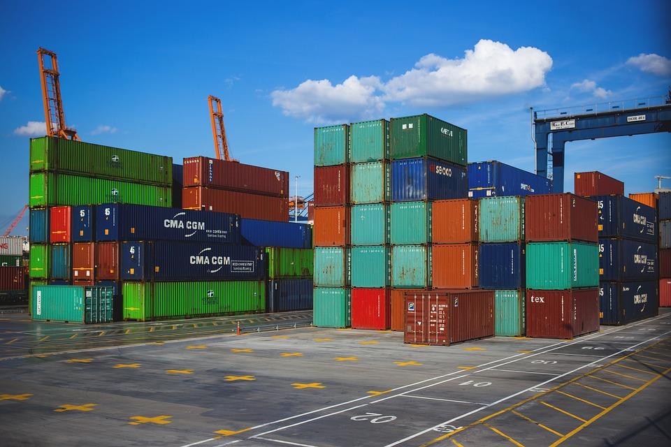 Transporte de contenedores por mar