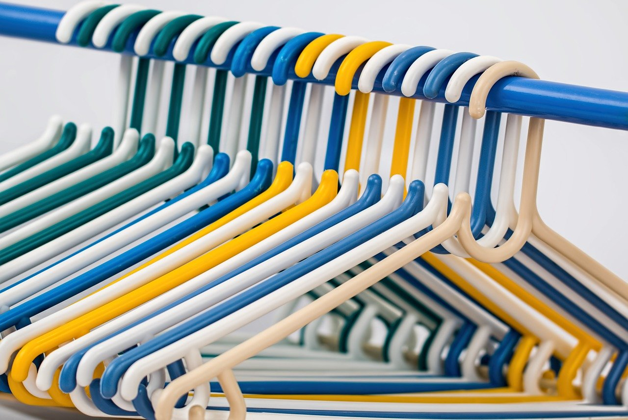 Transporte de prenda colgada: servicios especiales en mudanzas